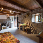 la zona soggiorno e cucina